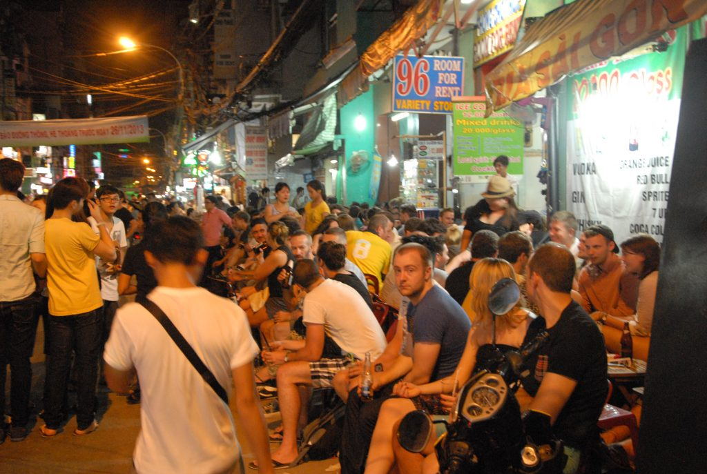 Pho Tay Pham Ngu Lao, Backpacker Town
