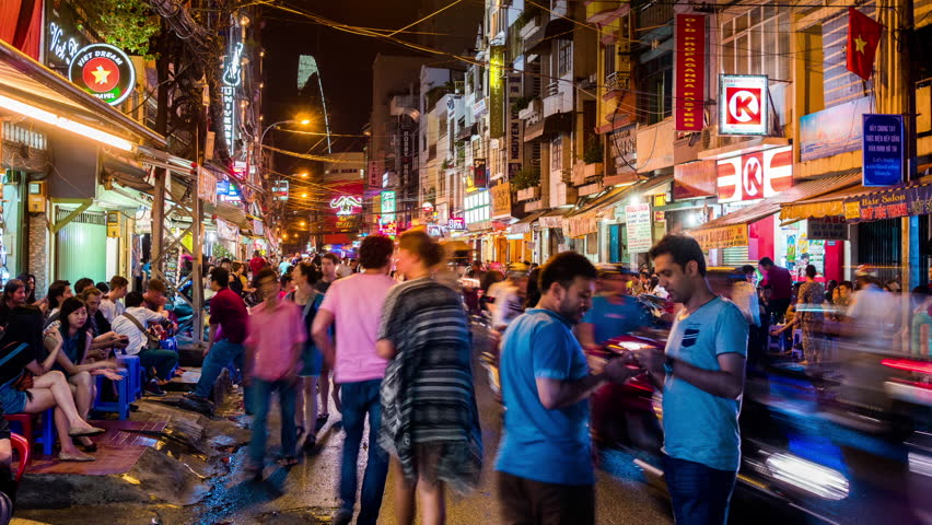 pham ngu lao backpacker street